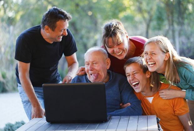 família rindo