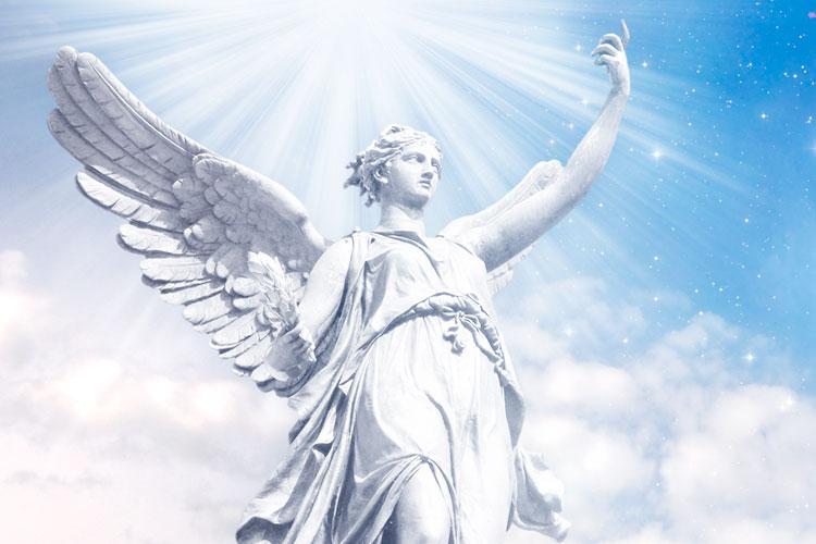 estátua de um anjo iluminado