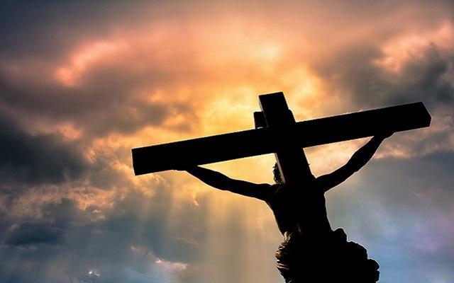 A foto mostra Jesus crucificado