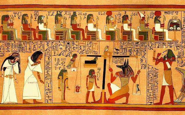 A foto mostra um pedaço de papiro com ilustrações dos deuses do Egito