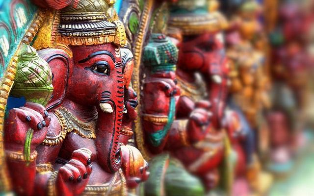 A foto mostra o deus hindu Ganesha; carma