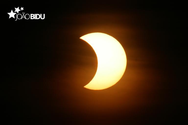 Eclipse solar parcial para a matéria Simpatias para fazer no eclipse solar.