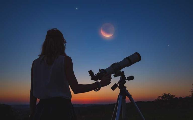 diferença entre astronomia e astrologia