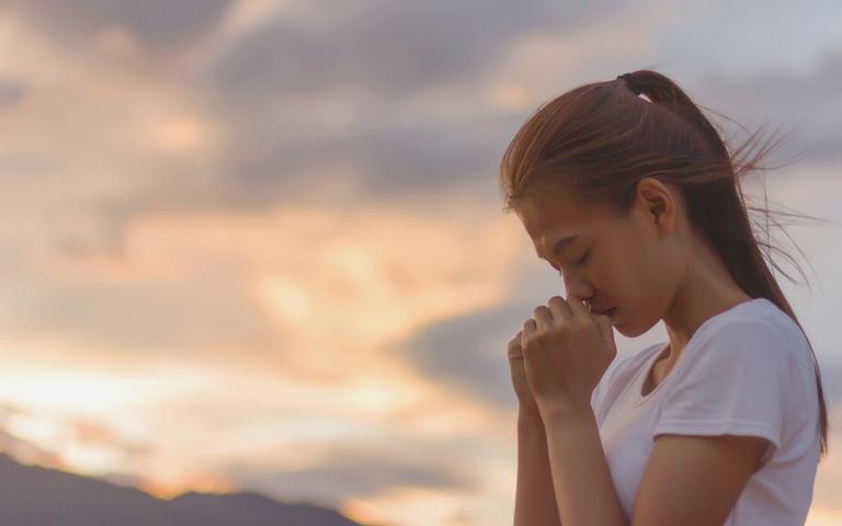 Preces podem ajudar a afastar a ansiedade
