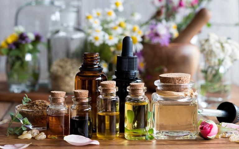 Alguns tipos de óleos essenciais transmitem paz e tranquilidade para o corpo
