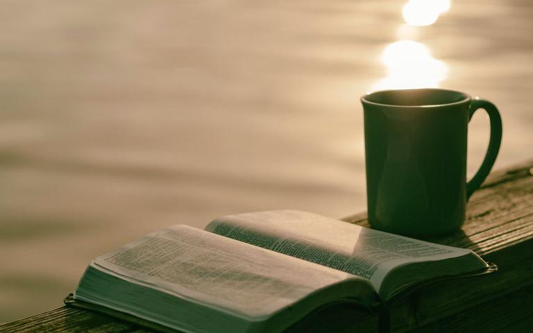 Tenha diariamente um momento para refletir nas palavras de Deus