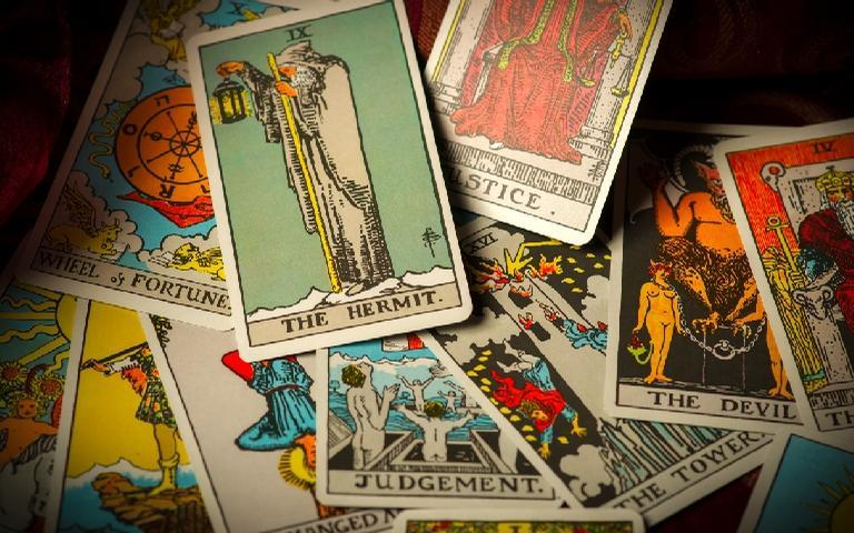 As cartas do tarot revelam a energia na semana