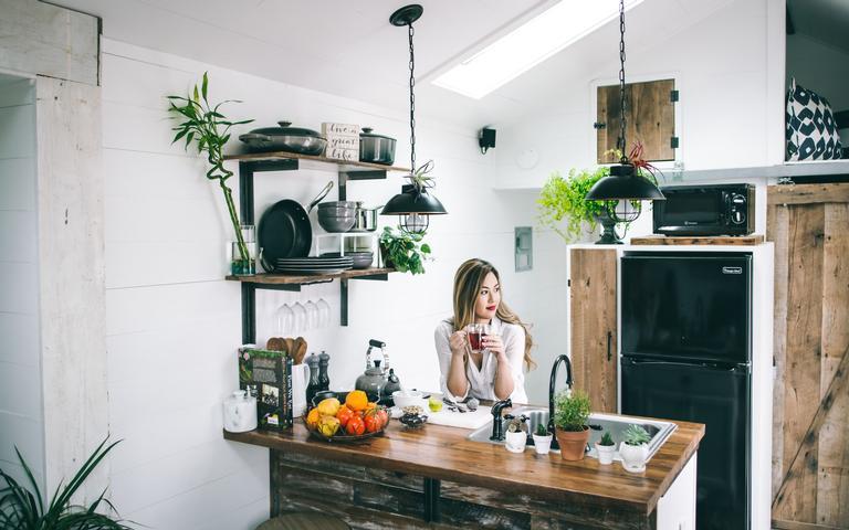 Tenha mais serenidade nos cômodos da casa por meio da limpeza