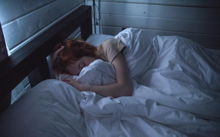Uma boa noite de sono melhora o humor, ajuda nas dores de cabeça e faz bem para a mente