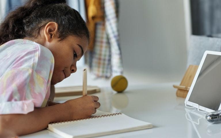 Planejar as horas de estuda ajuda a criança ter tempo para as tarefas e também para diversão