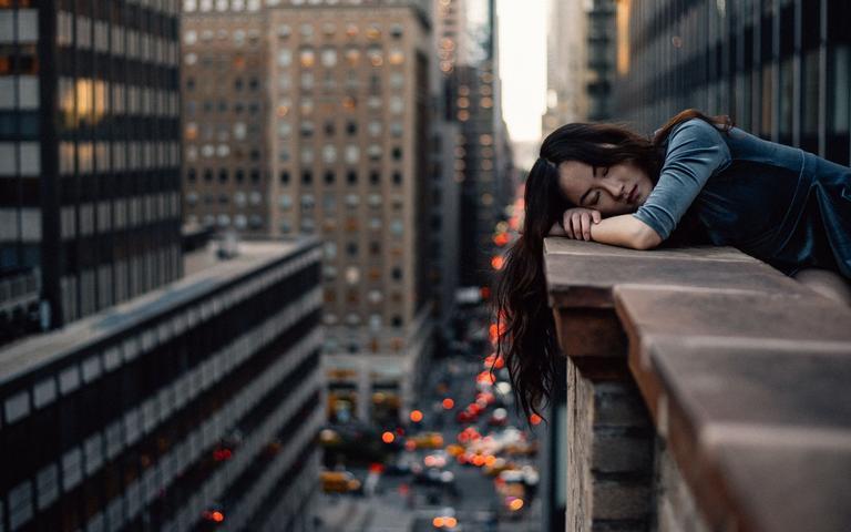 Não dormir bem durante a noite provoca o aumento do cansaço e da irritabilidade no dia a dia