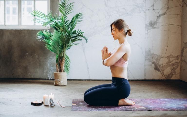 Yoga é capaz de relaxar o corpo e a mente do praticante