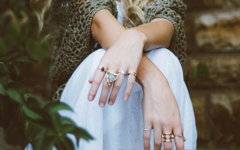 Os anéis podem afetar sua energia de acordo com o dedo em que você usa