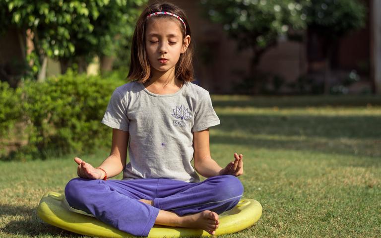A meditação contribui para o desenvolvimento das crianças