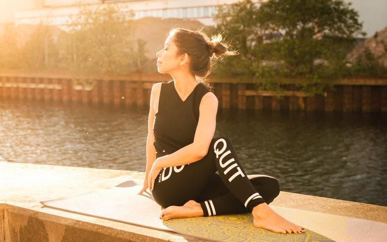 A Saudação ao Sol é uma sequência de gratidão pela vida e amor por si mesmo
