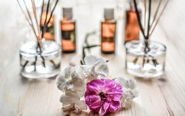 Além de perfumados, os óleos essenciais podem incrementar a limpeza doméstica