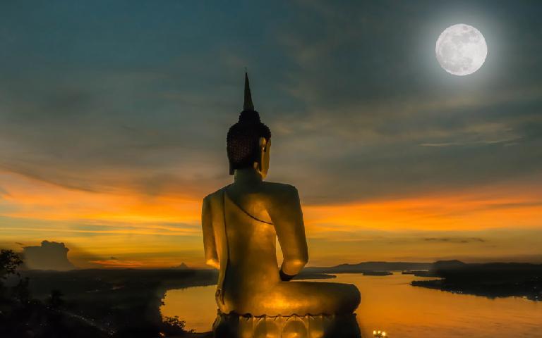 A Lua de Buda é uma data muito poderosa do calendário budista