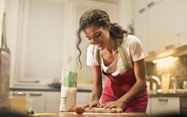 Cozinhar é uma atividade relaxante para ser feita na quarentena