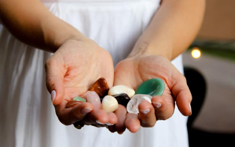 Cada chakra é equilibrado com o auxílio de diferentes cristais