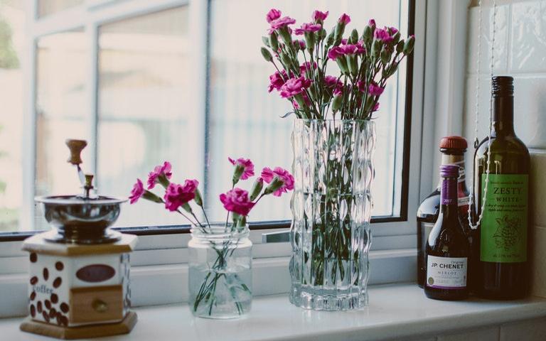 Flores deixam o ambiente mais alegre e vivo, além de fortalecer as boas energias