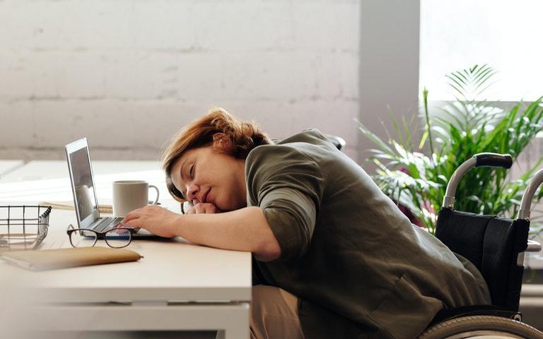 O sono não saudável provoca o cansaço, a irritabilidade e a perda de memória