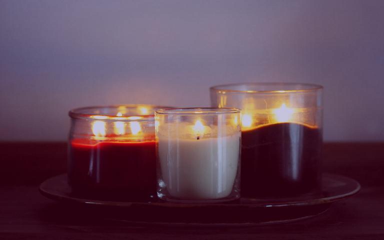 Aprenda a finalidade de cada cor de vela e o significado das chamas