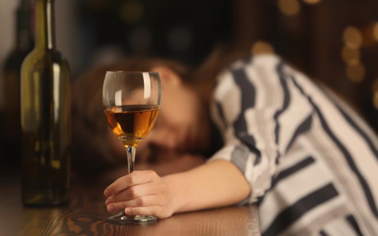 Largue o vício da bebida com a ajuda das simpatias