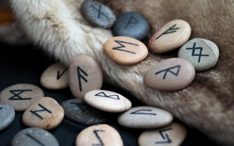 As runas de Odin podem ser usadas como oráculo ou amuletos de proteção