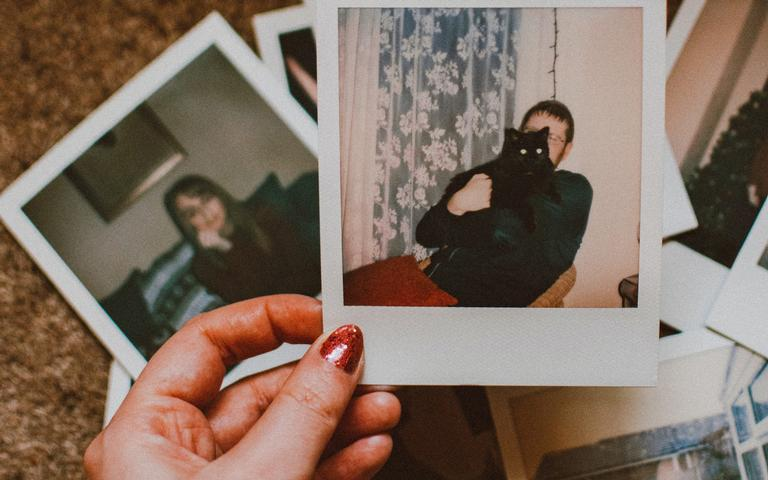 Confira as melhores simpatias com foto para o amor - Crédito: Lisa Fotios/Pexels