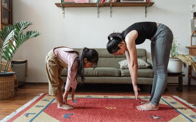 Faça exercícios de yoga sem sair de casa - Crédito: Ketut Subiyanto/Pexels