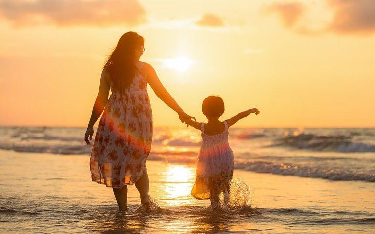 Como a energia feminina e a relação com a mãe afetam nossa vida