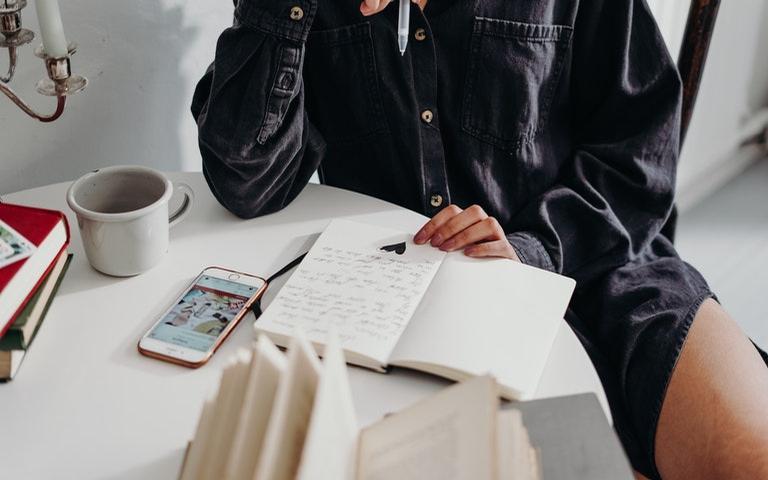Escritaterapia é uma poderosa ferramenta de autoconhecimento