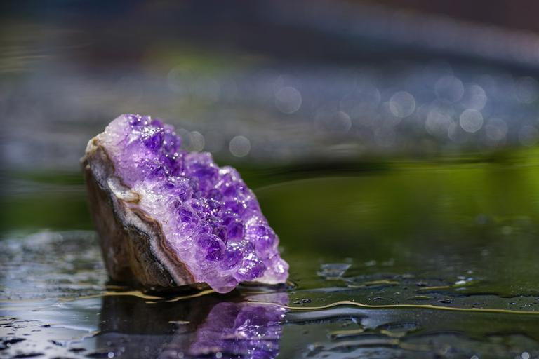 Saiba como fazer o elixir de cristais e descubra seus benefícios