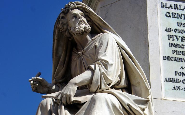Estátua de São Lucas em Roma, na Itália