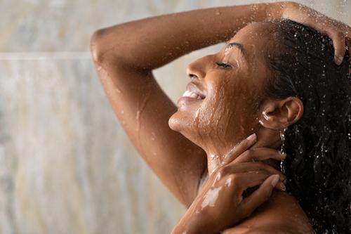 Confira 9 banhos para melhorar o lado financeiro