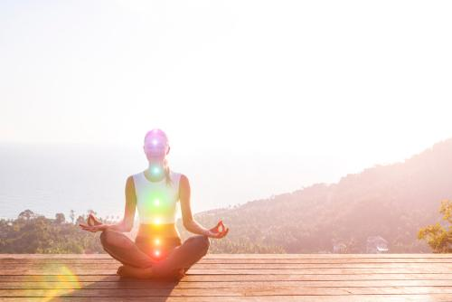 Veja como fazer alinhamento energético dos chakras