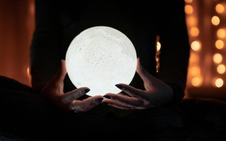 Confira como fazer o ritual da Lua Cheia