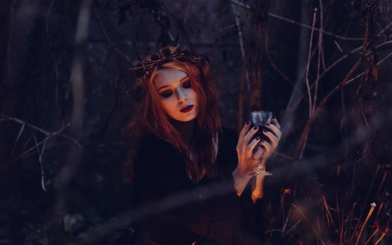 Entenda quem são os Wicca e a história da religião