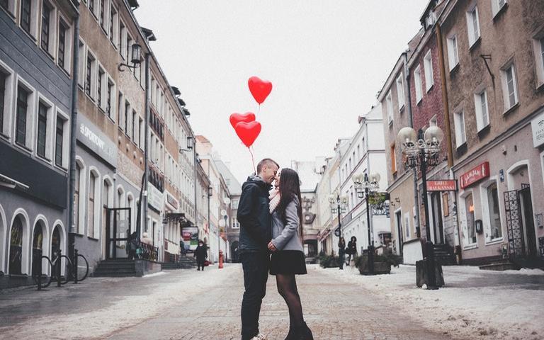 Conheça mais sobre a data do Santo do Amor e as tendências dos signos apaixonados