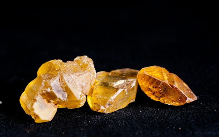 Cristal com enxofre