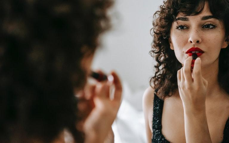 Confira 5 simpatias para você se sentir mais atraente