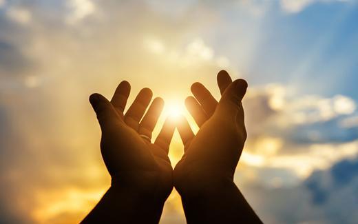 Fé é convicção, crer em algo ou em si mesmo e religiosidade é sentir a percepção das manifestações do sagrado