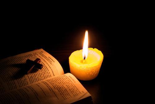 Confira 7 salmos para combater as energias negativas