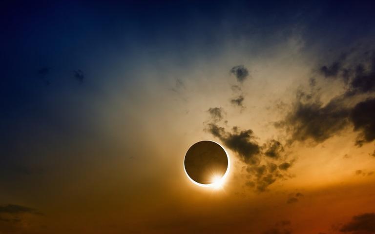 Dia 10 de junho pela manhã, com auge por volta das 8h, teremos o segundo Eclipse do ano, um Eclipse Solar em Gêmeos.