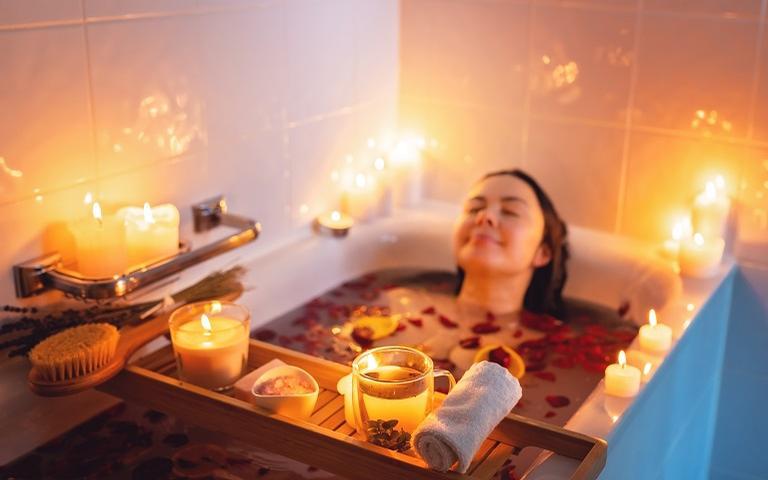 Óleos essenciais na aromaterapia funcionam para dar mais prazer a dois