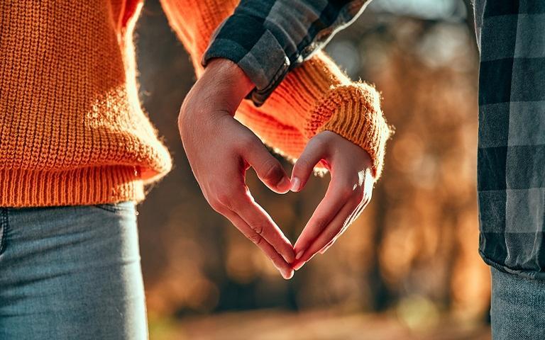 Entenda o fluxo da transformação do amor em amizade, e vice-versa